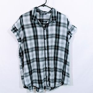 Riders by Lee Black & White Button Down Blouse